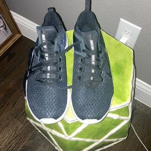 New Nike Air Max Bella TR 2 size 8 black